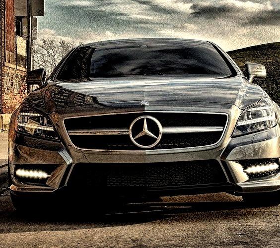 Mercedes-Benz CLS 550 AMG line (Instagram @benzclubofficial)